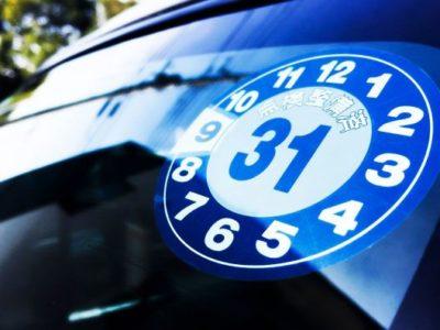車検期限のステッカー